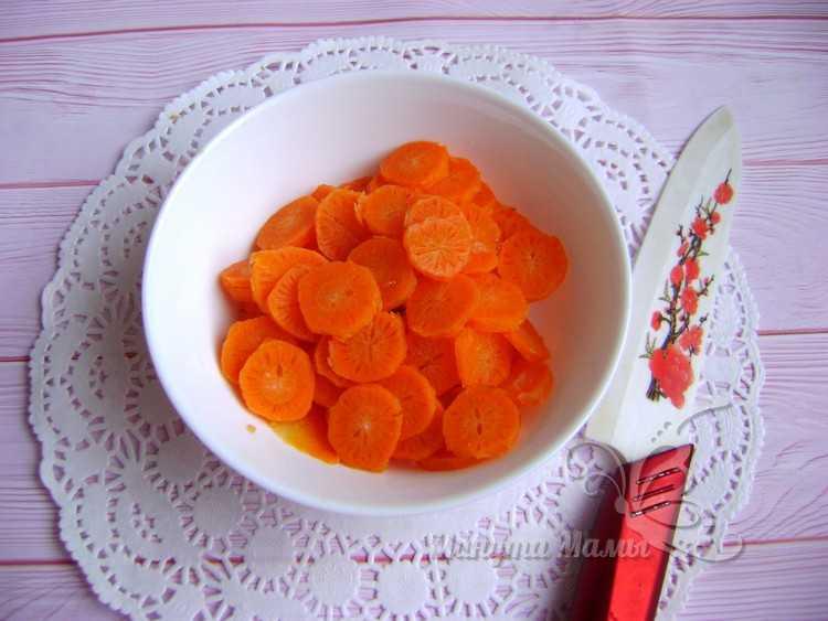очистить и порезать морковь