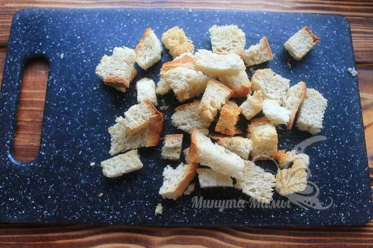 Хлеб нарезать кусочками