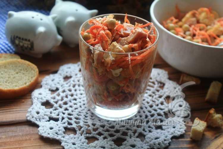 Фото-рецепт салата с корейской морковью и колбасой