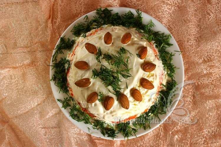 Фото-рецепт салата с курицей и ананасом без сыра слоями