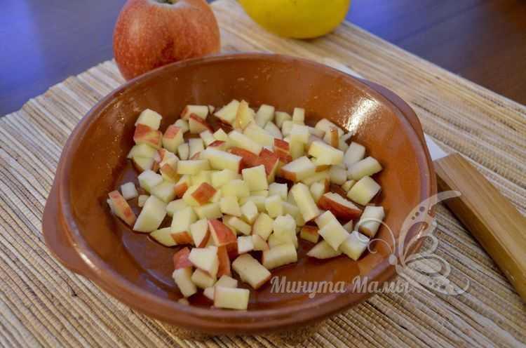 Нарезать яблоко кубиками