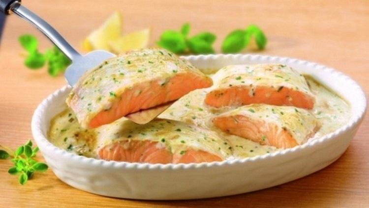 Праздничный лосось в сливочном соусе