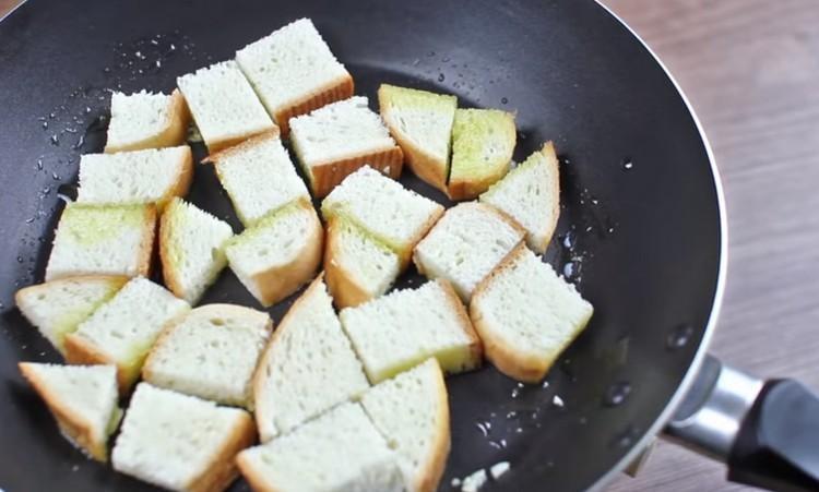 обжаривают хлеб