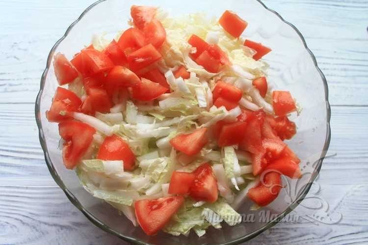 Салат и томаты