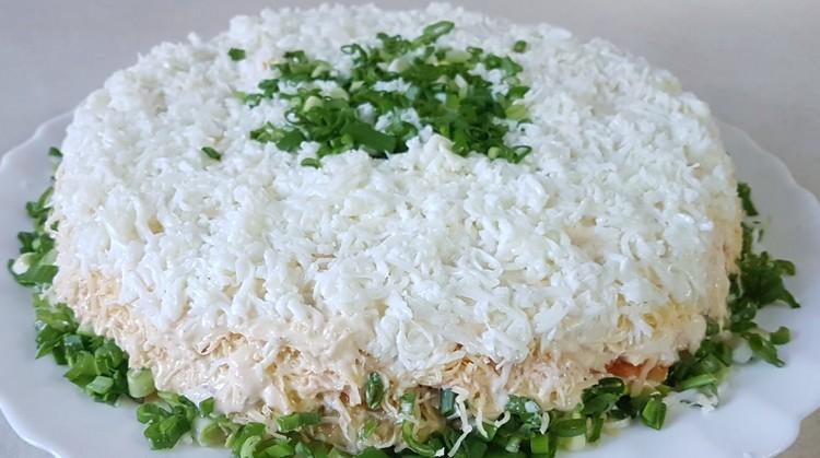 салат из печени трески с зеленым луком