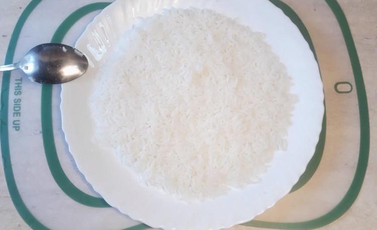 выкладывают рис