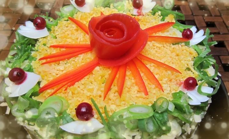 салат с рисом слоями