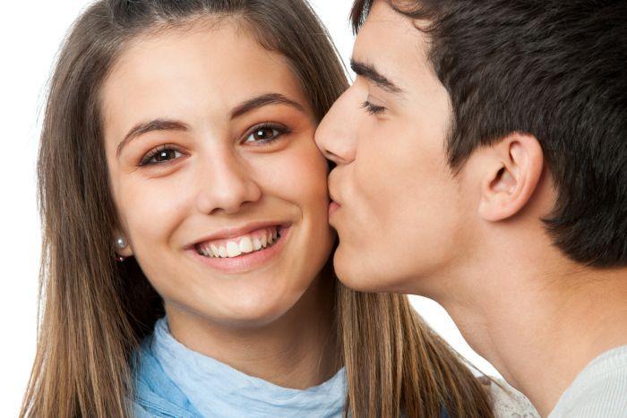 международный день поцелуев какого числа