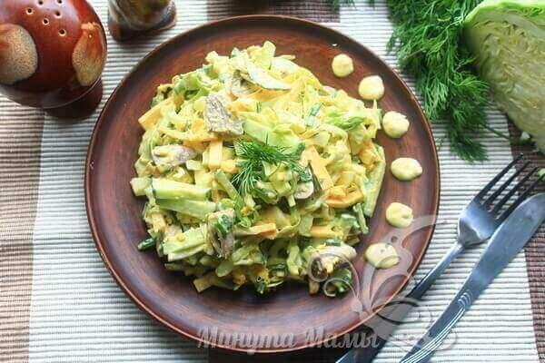 Салат с куриными сердечками готов