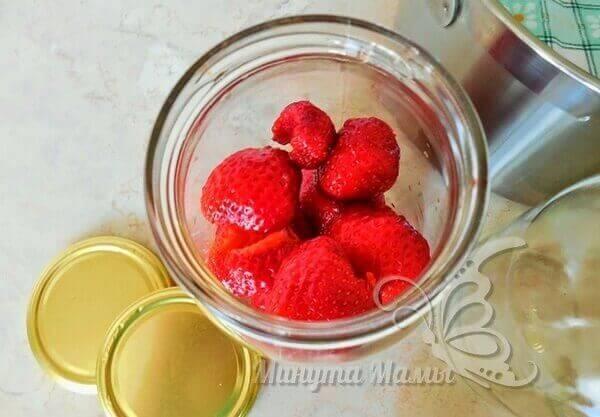 Складываем ягоды в банки