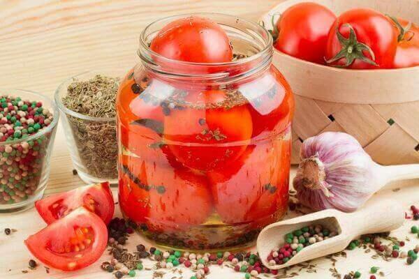 Соленые помидоры при грудном вскармливании