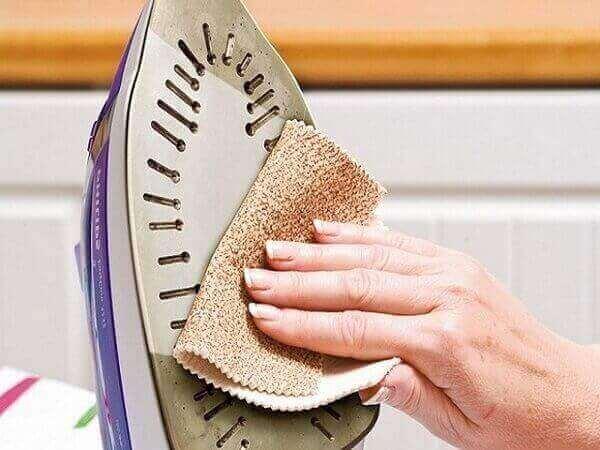 Как очистить утюг от пригара на подошве дома
