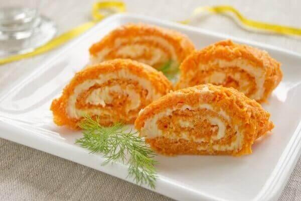 Рулет с творогом и морковью