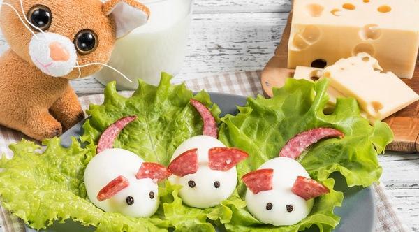 Крыски из колбасы и яйца