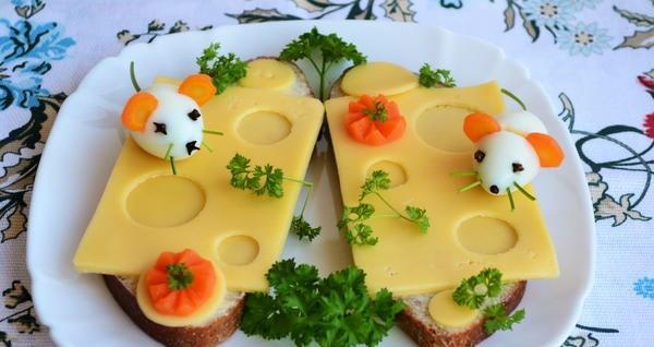 мышки на бутерброде с сыром