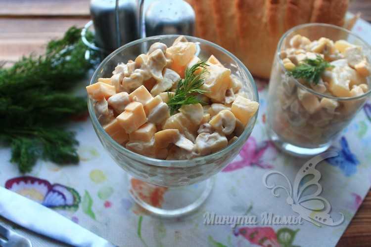 Классический простой салат с курицей и ананасом