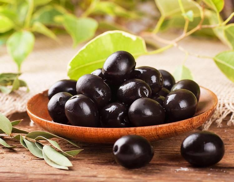 Можно ли оливки при грудном вскармливании в первый и второй месяц после родов
