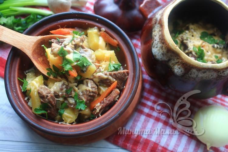 Говядина в горшочках с картошкой и грибами в духовке - пошаговый рецепт