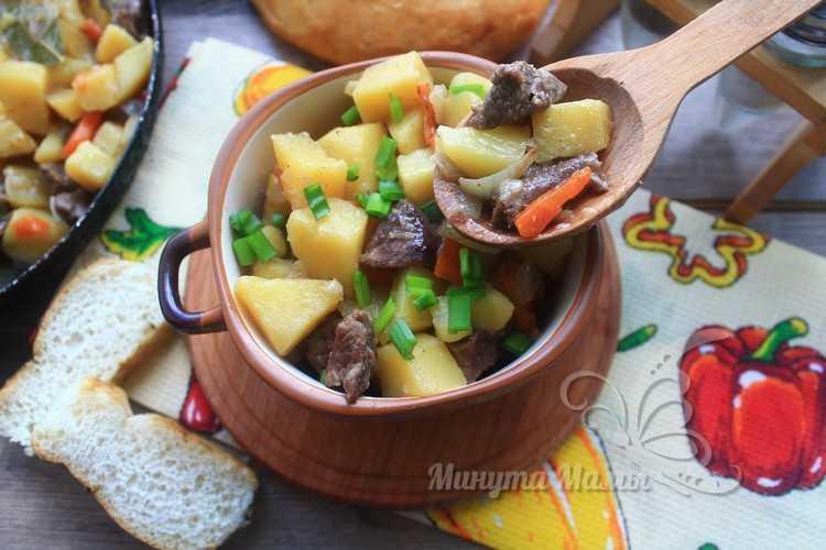 Жаркое по-домашнему из говядины с картошкой на сковороде