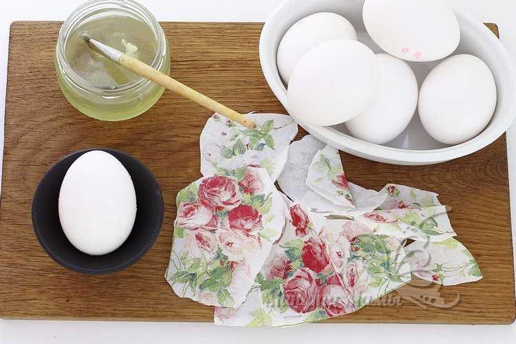 смазать яйцо белком