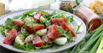 Как приготовить салат из одуванчиков в домашних условиях