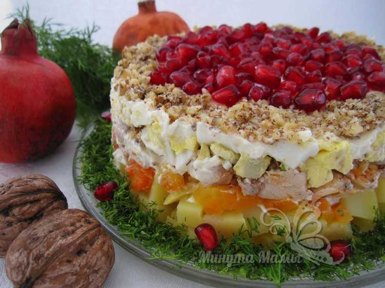 Салат «Красная шапочка» - рецепт с фото пошагово с гранатом и грецким орехом