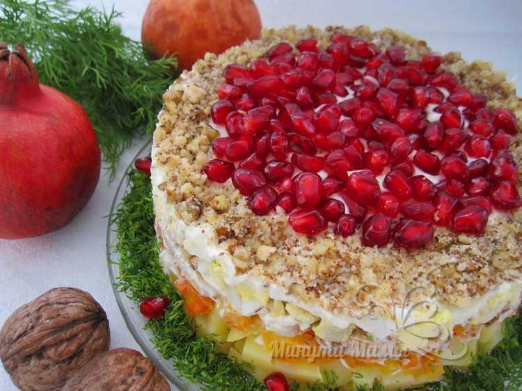Рецепт с фото салата «Красная шапочка» с гранатом и грецким орехом