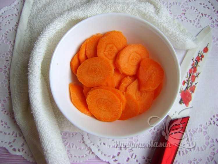 порезать морковь