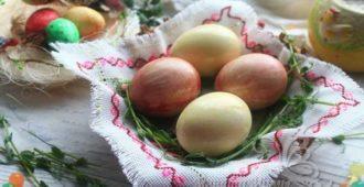 Как покрасить яйца свеклой и морковью на Пасху