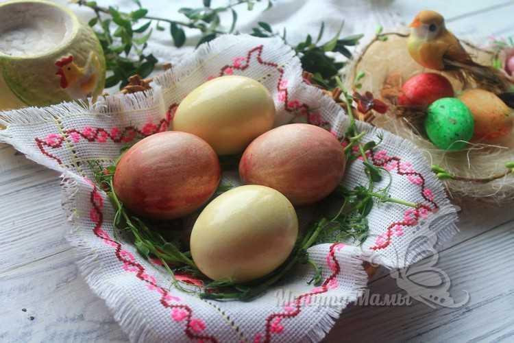 Фото-рецепт покраски яиц свеклой и морковью на Пасху в домашних условиях