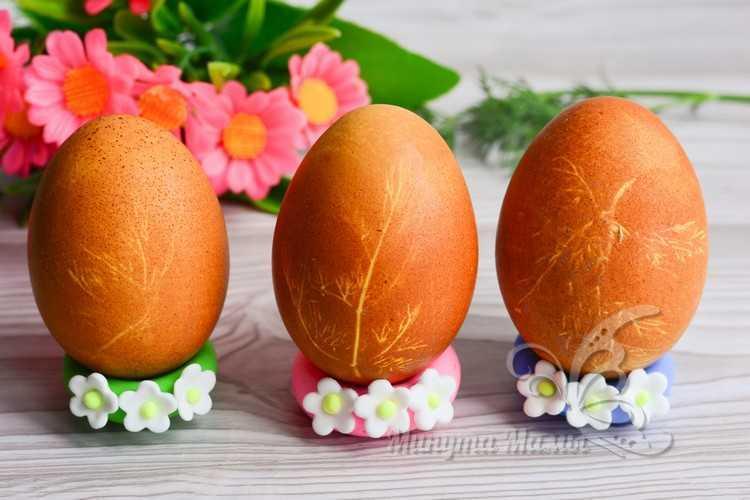 окрашенные яйца с рисунком