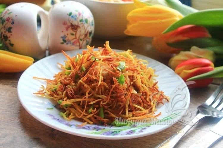 Рецепт с фото салата «Муравейник» с курицей и картофельной соломкой