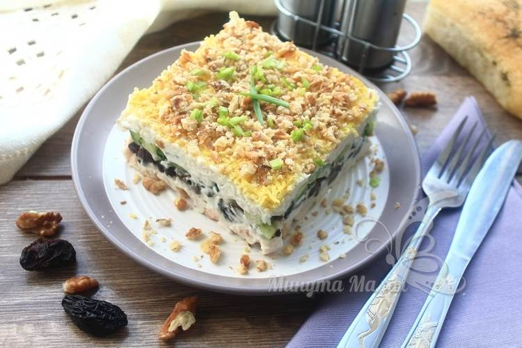 Фото-рецепт салата «Нежность» с черносливом