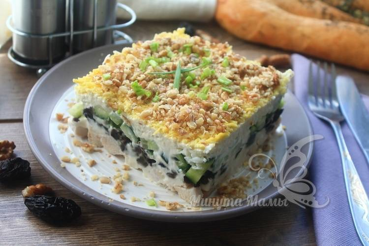 Рецепт с фото салата «Нежность» с черносливом и грецкими орехами