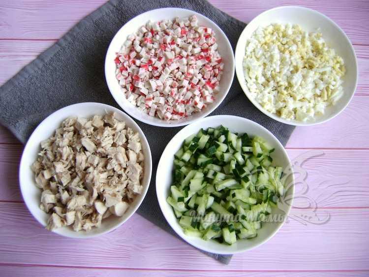 измельченные ингредиенты для салата