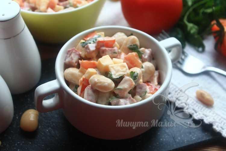 Салат «Обжорка» с фасолью и копченой колбасой