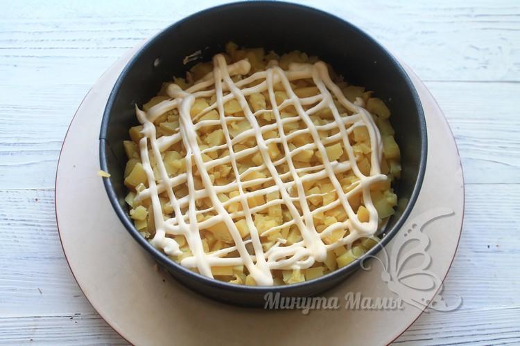 Картофель измельчить кубиком