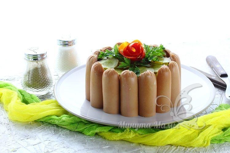 Фото-рецепт картофельного салата с солеными огурцами и луком
