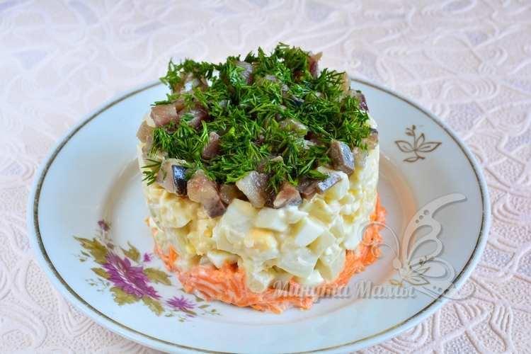 Салат с картофелем и филе селедки