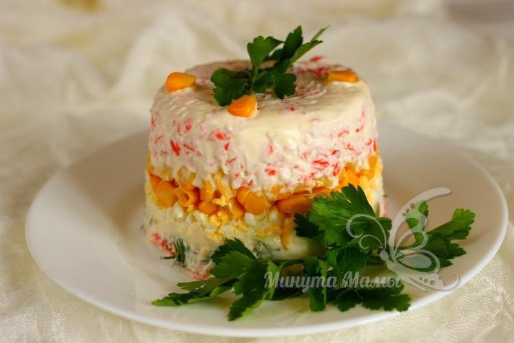 Салат с крабовыми палочками и кукурузой - классический рецепт без риса, слоями, с фото