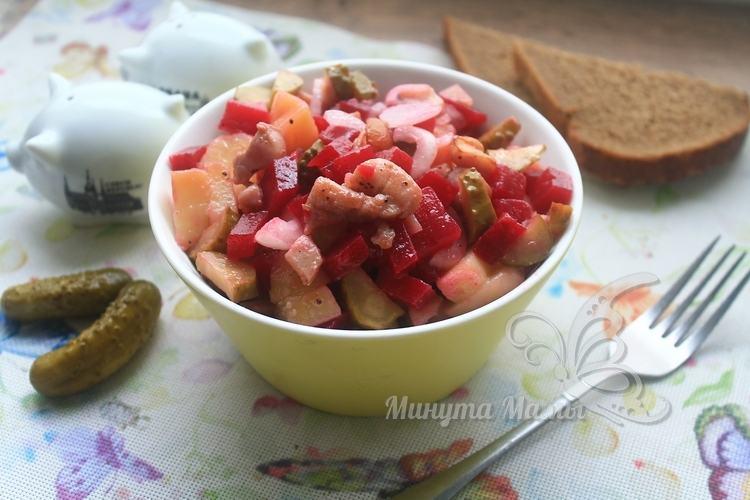 Салат с курицей и свеклой - рецепт с фото пошагово