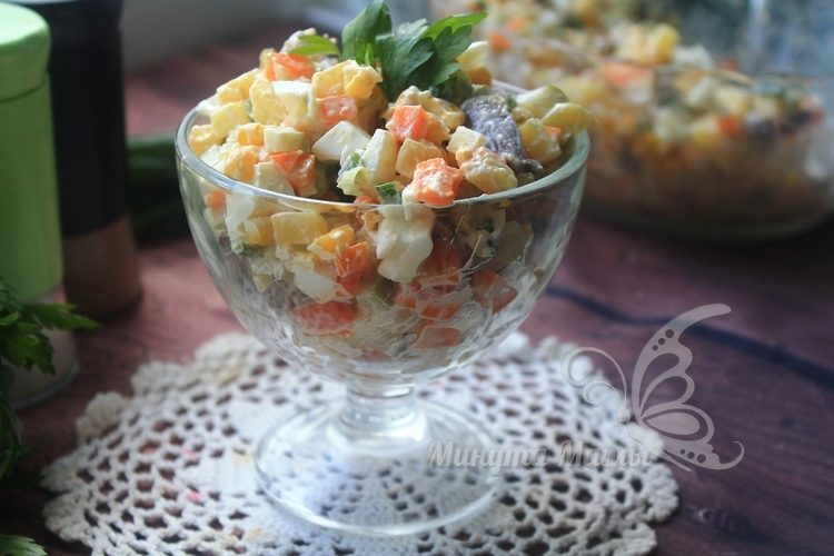 Фото-рецепт салата с сердечками куриными и солеными огурцами