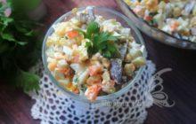 Очень вкусный слоеный салат с красной рыбой и грибами