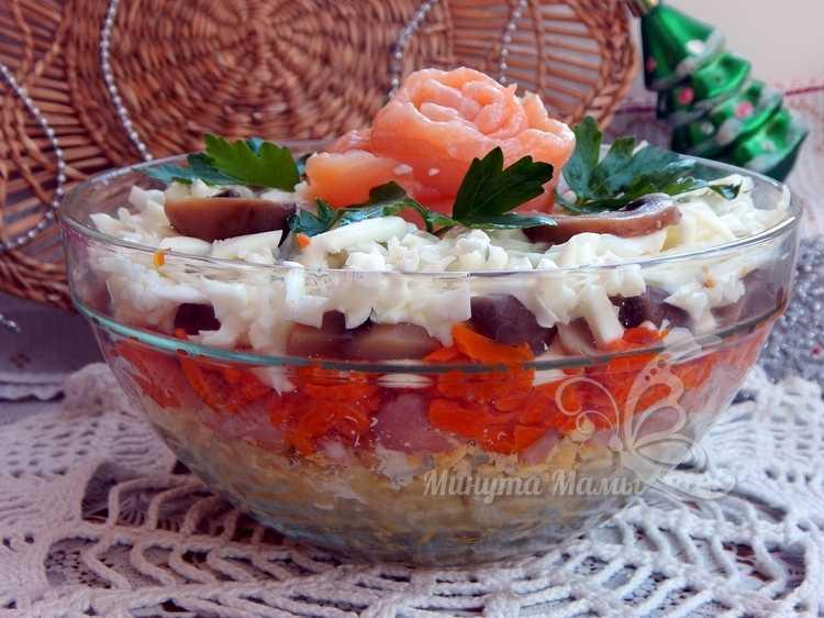 Салат с красной рыбой и грибами - рецепт с фото, очень вкусный, слоеный