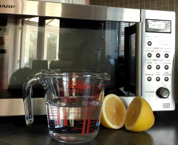 Лимон в борьбе с жиром в СВЧ-печи