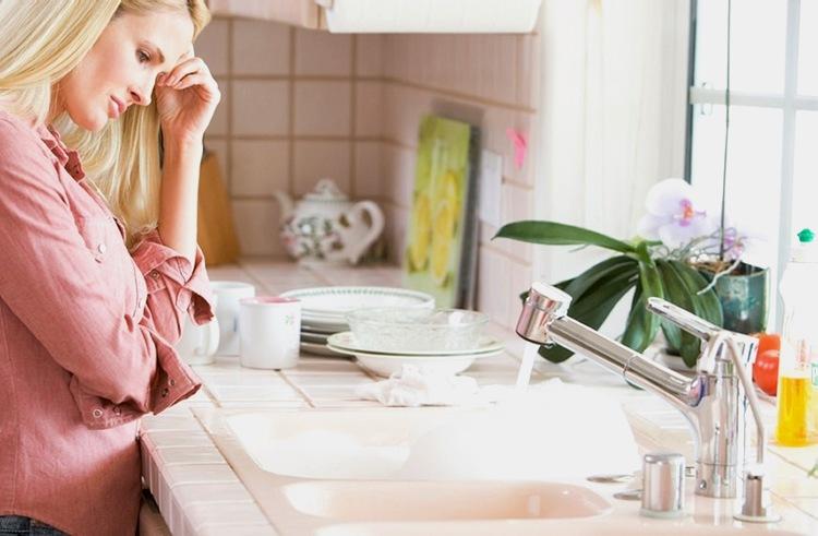 Как убрать запах из слива в раковине