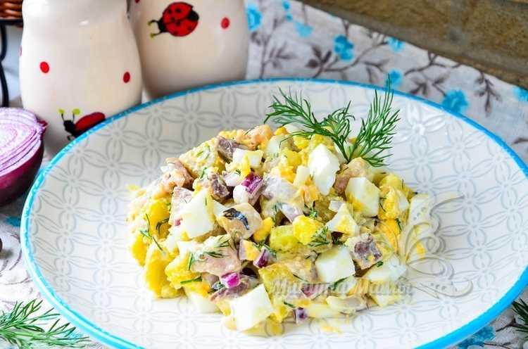 Рецепт с фото салата с селёдкой, луком и яйцом