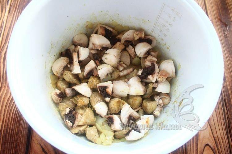 Обжарить с грибами