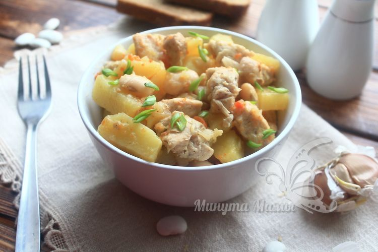Курица с картошкой и фасолью в мультиварке