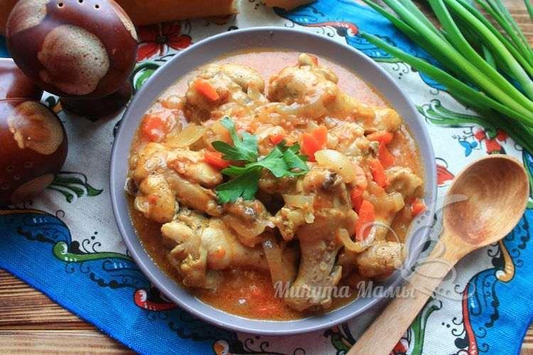 Фото-рецепт тушеной курицы в томатном соусе